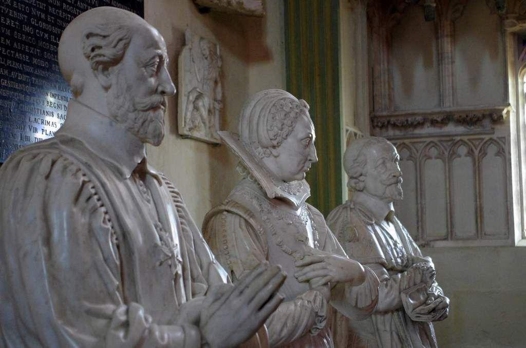 Cathédrale de Bourges, chapelle Jacques Coeur, 3 statues de la famille de l'Aubespine (XVIIe)