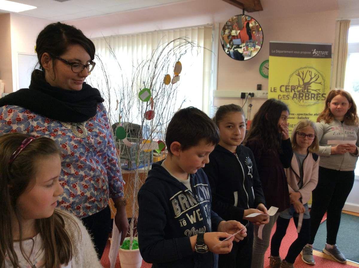 Le Cercle des Arbres : les enfants lecteurs et auteurs à la bibliothèque de Rai !