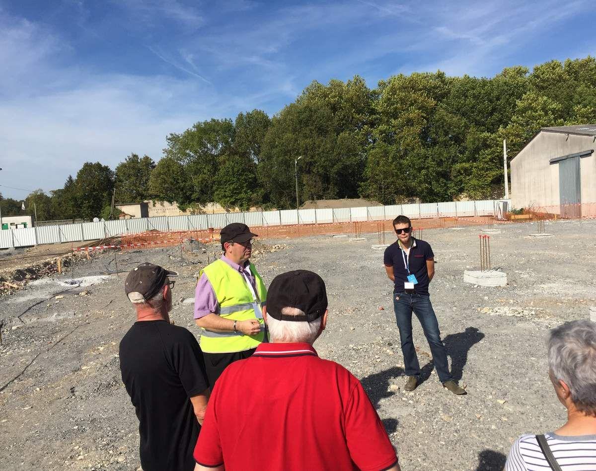 Visite du chantier conduite par le responsable du projet, le vice-président M. Georjon