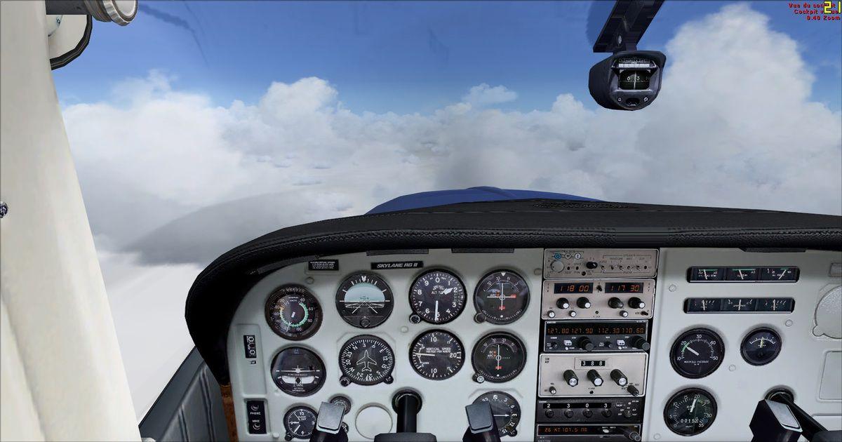 Verticale de la ville de Saka quelque part dans la brume, sous les nuages !...