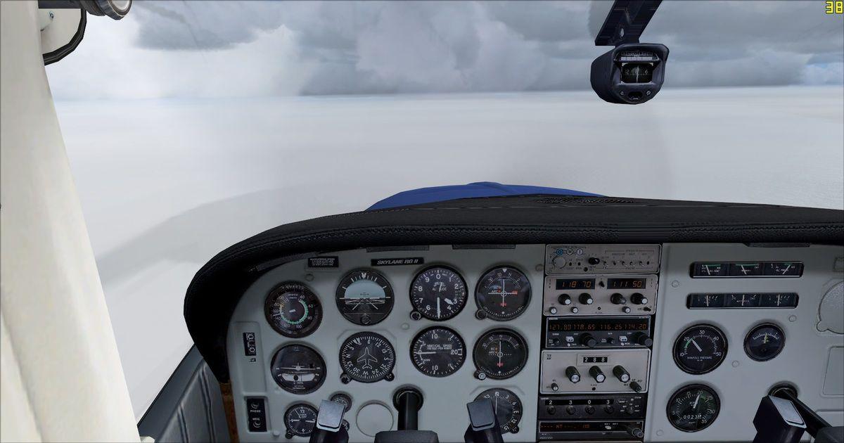 La météo n'était pas très favorable au début du vol avec de la brume, du vent, des orages et des turbulences...