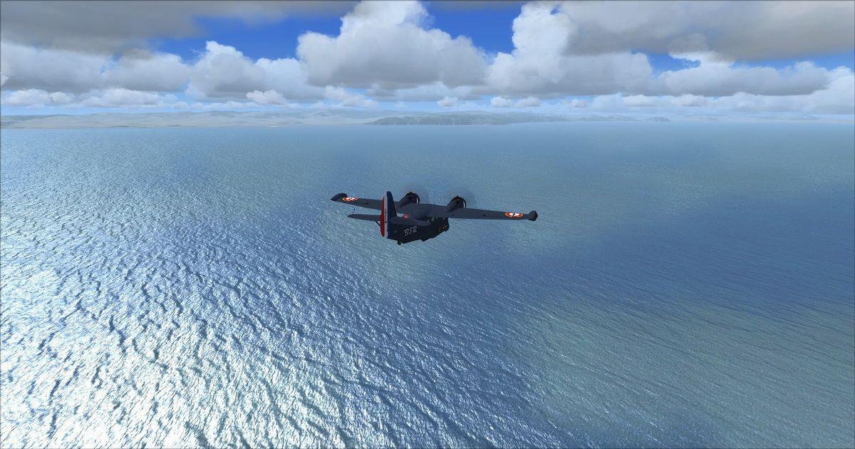 Dans nos 10h00 le dernier point de cheminement sur l'aérodrome de Arbatax, le Grumman contourne par la droite les reliefs en quittant le plan de vol...