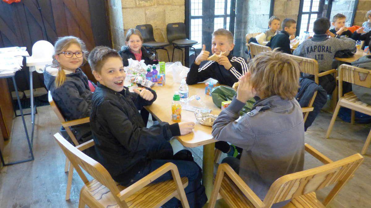 La restauration dans la cafétaria du musée a été un moment de partage, dans une ambiance des plus joyeuses...