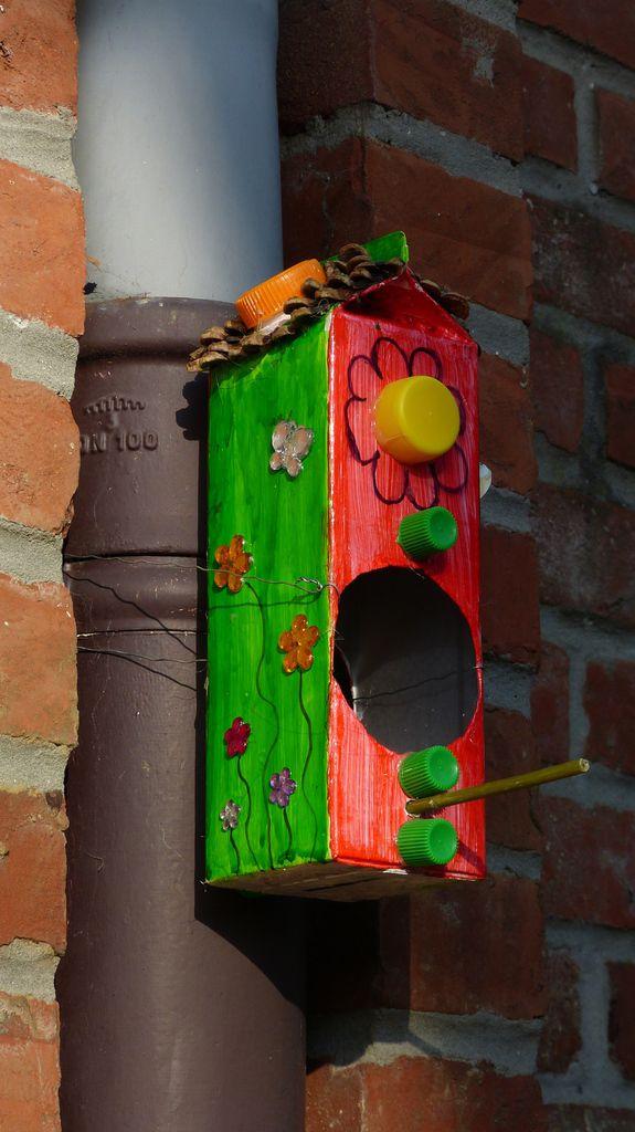 Il a fallu les installer le plus haut possible pour donner confiance aux oiseaux.
