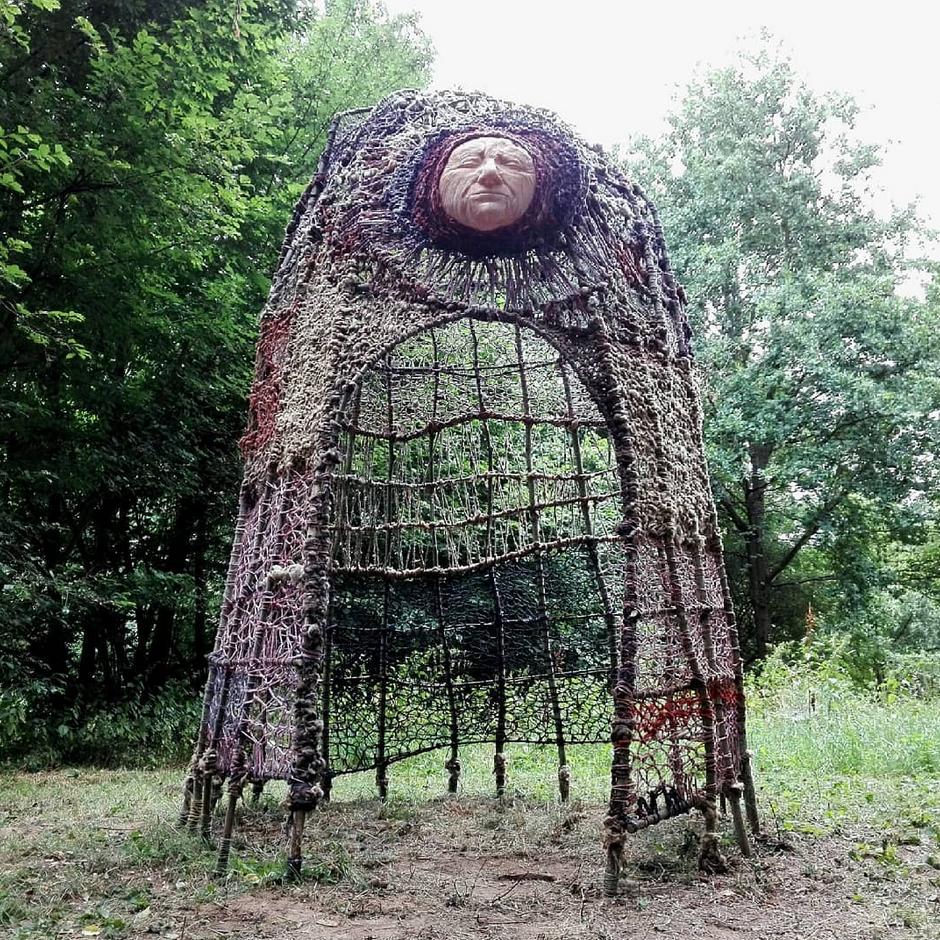 """""""Les Vielles Dames""""  avec Lika Guillemot . Parcourt d'art """"A ciel ouvert """" Riorges 2020  https://www.riorges.fr/culture-sport-loisirs/culture/a-ciel-ouvert/856-le-parcours-2020"""