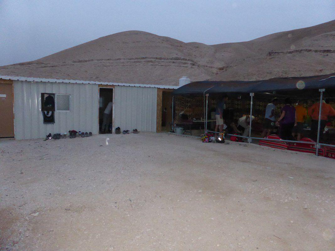 Nuit dans le campement de fortune bédouin