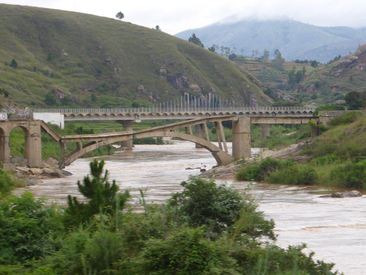 Pont saboté pour séparer les provinces Nord de celles du Sud...