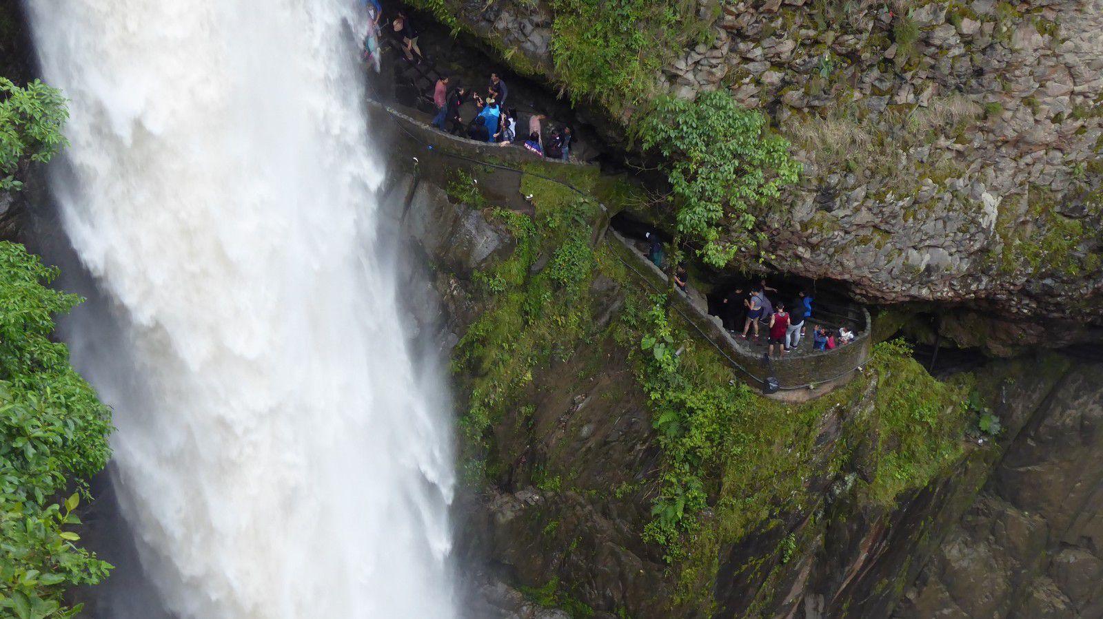 J14 - La Ruta de Cascades