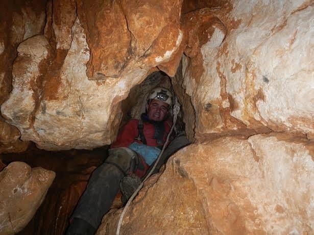 Gérard au sommet du puits de la Martinique:  Pourtant ça doit passer?! Bein non, pas cool!!!
