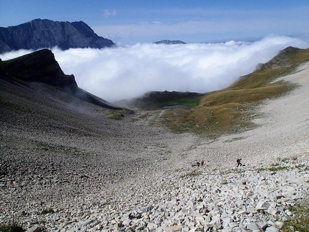 TETE DE VALLON PIERRA (sommet pyramidal) 2510 M................LE TRIO AU  COL DU CHARNIER: 2150 M