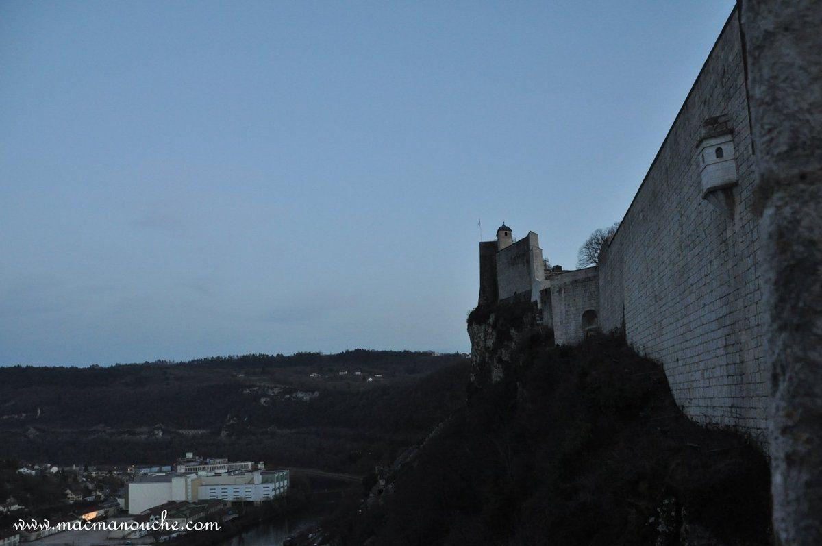 Une autre vue des remparts de la citadelle de Besançon.
