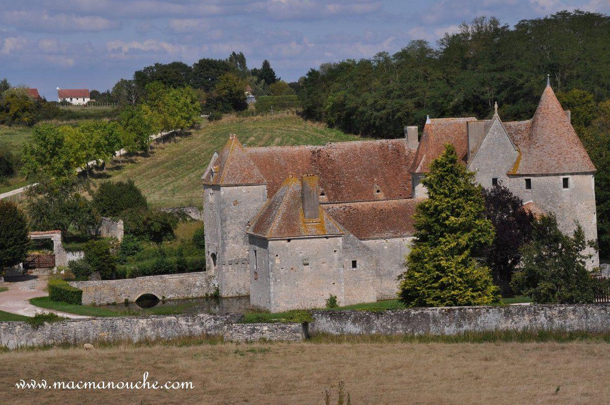 Le château de Buranlure situé sur la commune de Boulleret (18240)