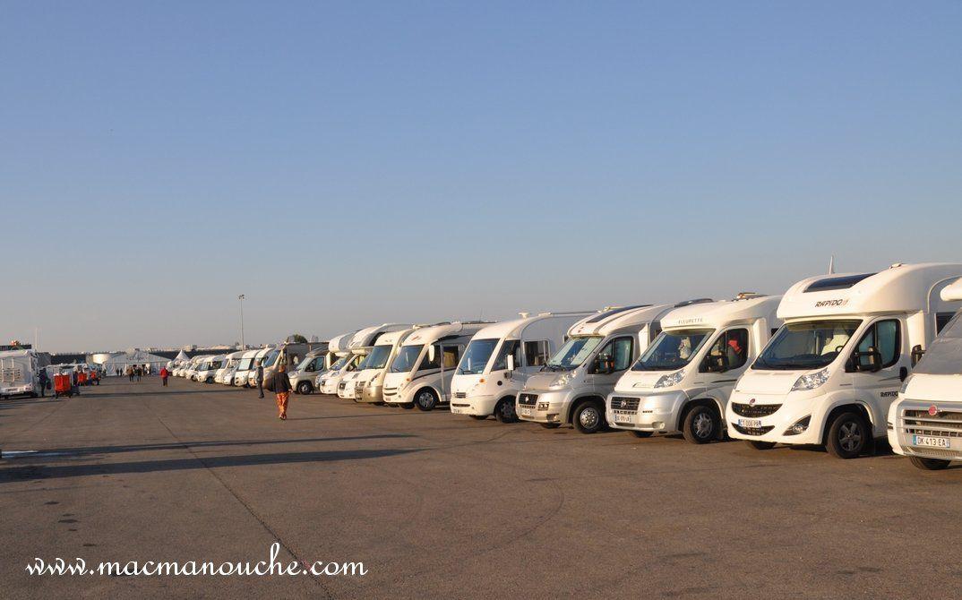 Une petite partie du parking réservé aux camping-cars !
