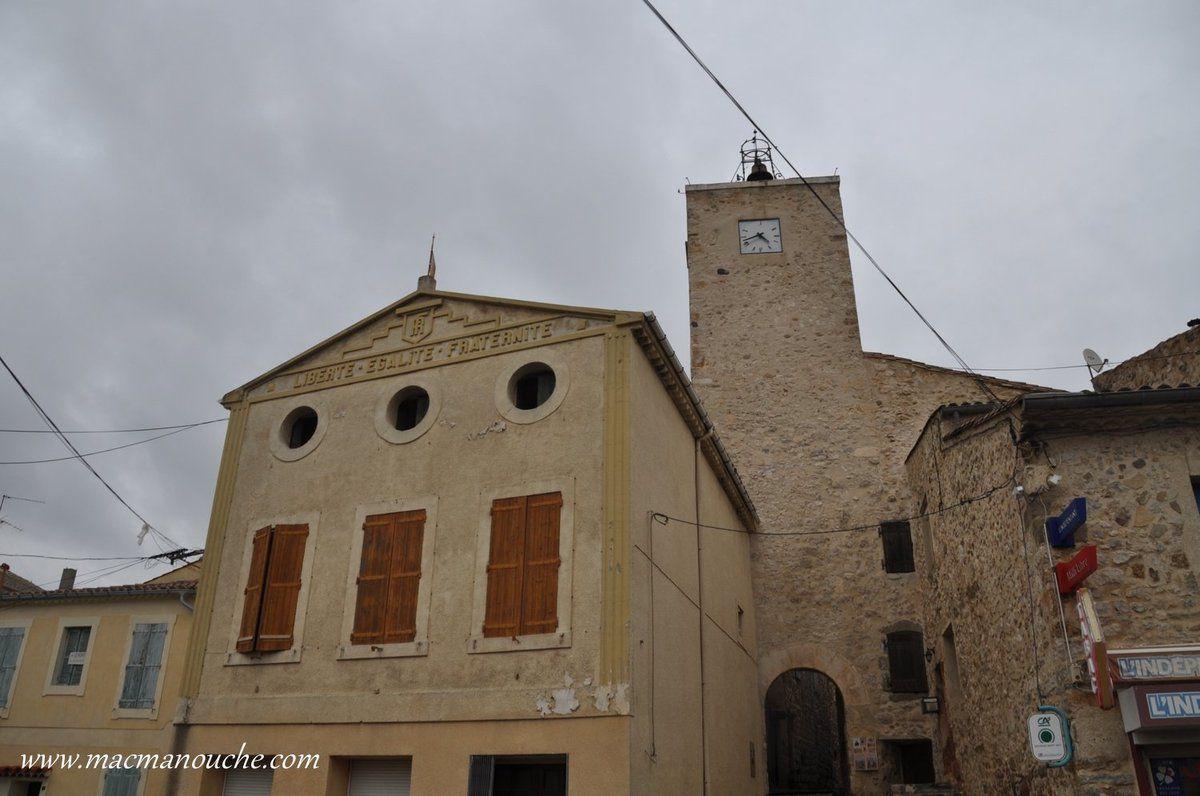 L'ancienne mairie avec derrière la Tour de l'Horloge.