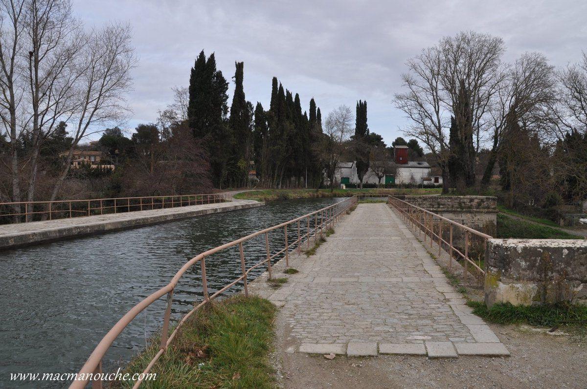 Nous sommes arrivés au pont-canal de l'Orbiel ou pont-aqueduc de l'Orbiel.
