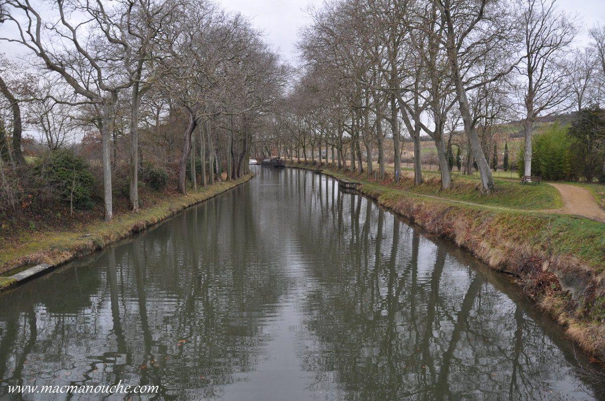 Depuis le pont-routier,  le canal du midi direction Atlantique.