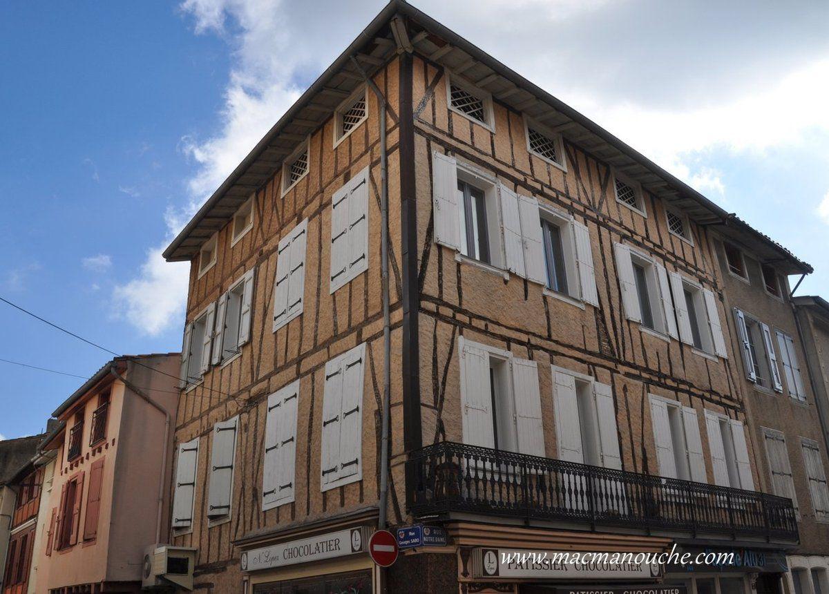 Maison à pans de bois rénovée!