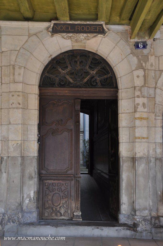 La porte de l'ancienne maison Faure, maison rachetée par le banquier Rodier.