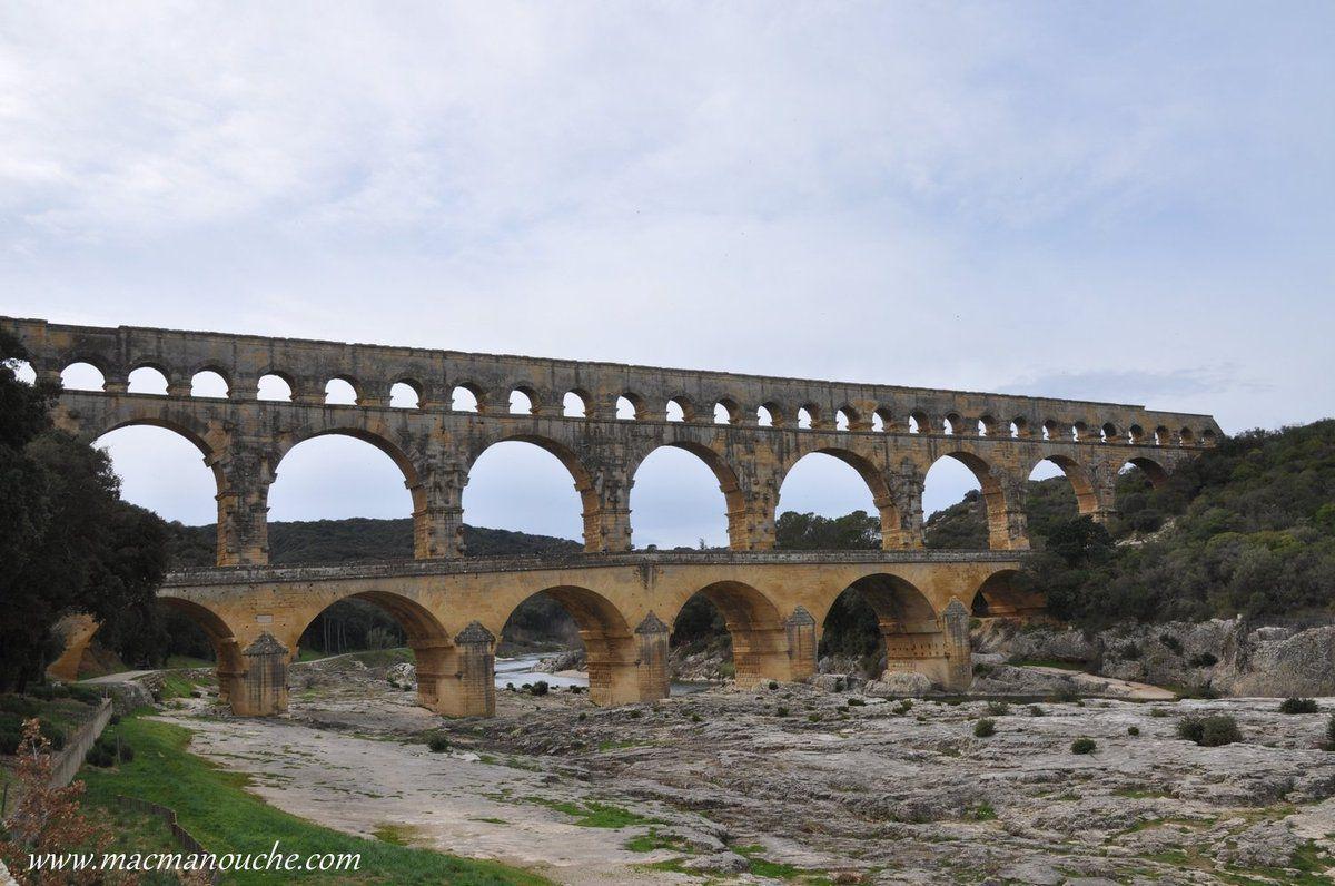 «Le Pont du Gard est un pont-aqueduc construit par les Romains au 1er siècle de notre ère. … == > …