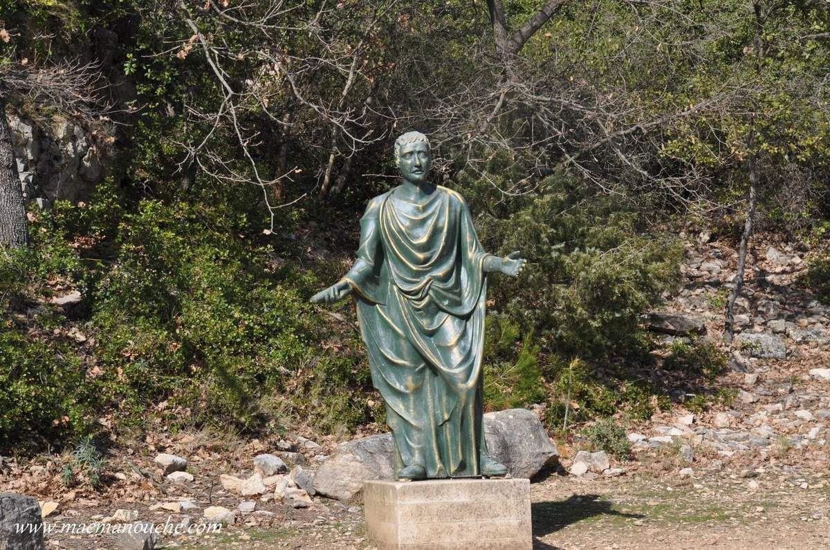 Le préteur, élu du peuple romain, est un magistrat administrant les lois civiles et commandant les armée provinciales.