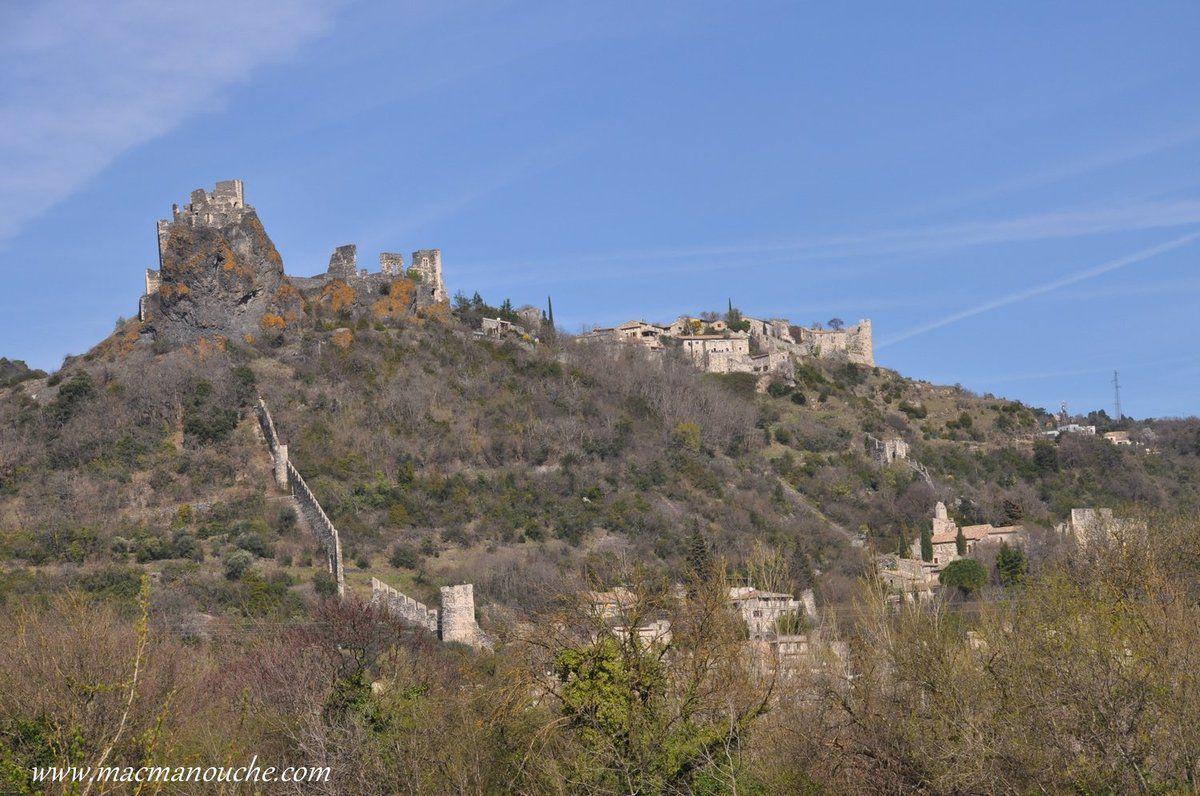 Les remparts, le château et le hameau restauré de Rochemaure.