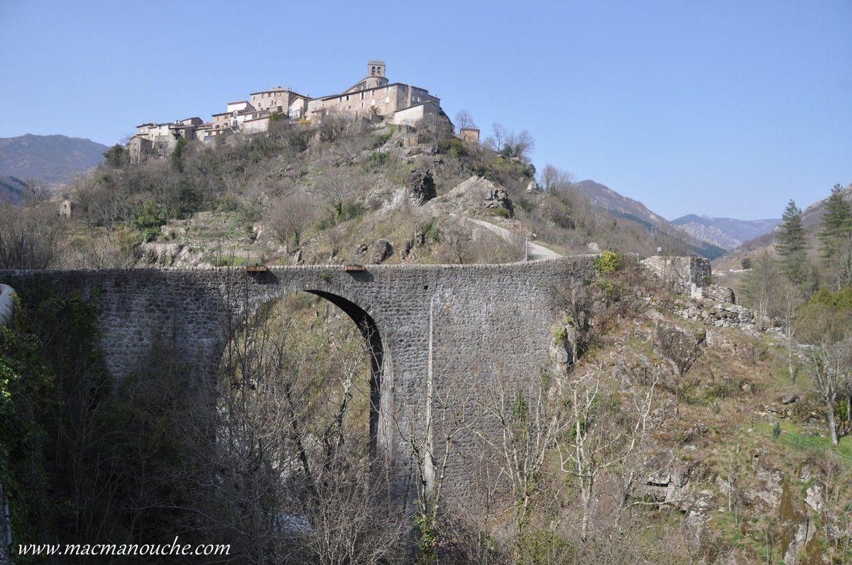 Village rendu célèbre par Jean Ferrat.