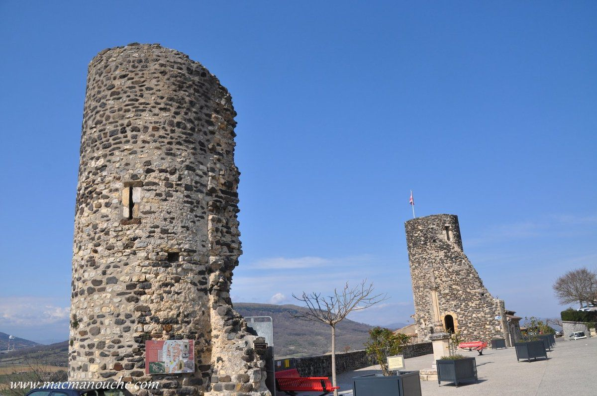 … == > … Les 2 tours sur les fortifications. … == > …