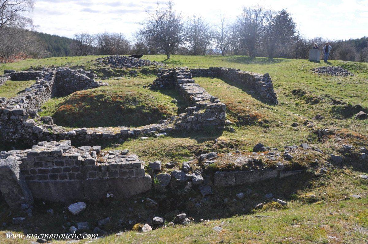 Situé au carrefour de routes antiques à 900 mètres d'altitude le col de Jaillant était propice aux gallo romains pour vénérer les forces de la nature, aussi ils édifièrent (1er siècle après J-C) deux temples, dont les ruines de l'un d'entre eux sont encore visibles.