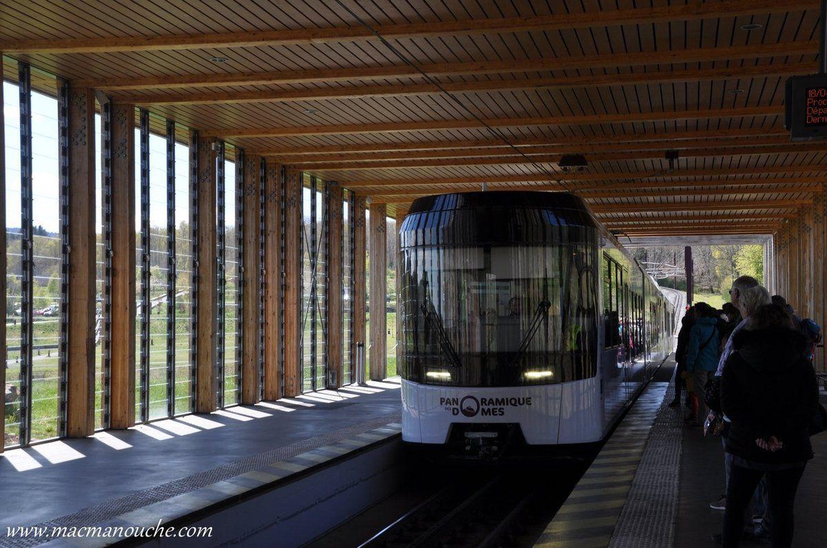 15h, le ''Panoramiques de Dômes'' entre en gare!