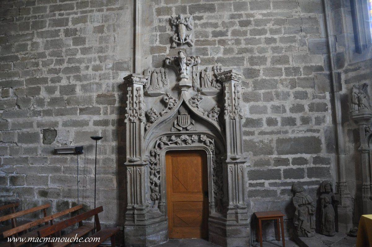 L'autre porte depuis l'intérieur de la chapelle permettant d'entrer (ou de sortir) de la chapelle sans passer par le cloître.