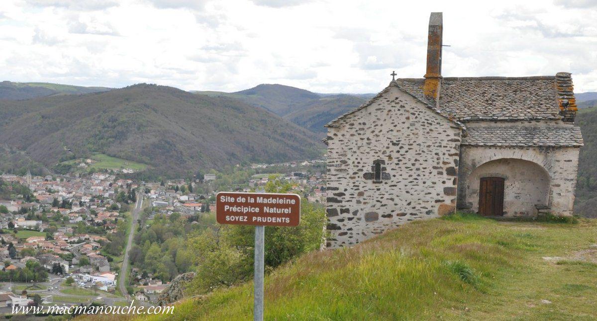 Nous voici à proximité de la chapelle et du précipice naturel!
