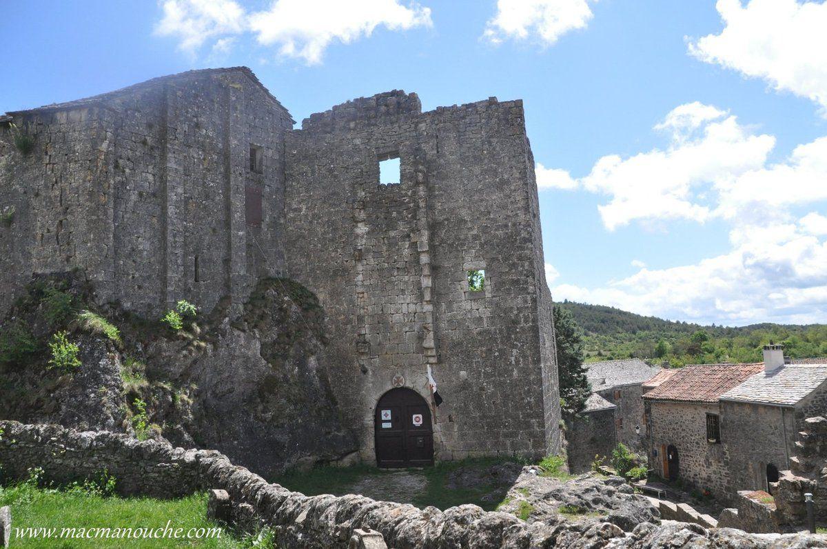 … == > … Le château templier a été édifié vers la fin du XII siècle sur le piton rocheux du village … == > …