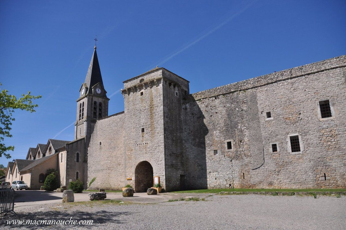 La Cavalerie est un village fortifié, situé sur le plateau de Larzac.