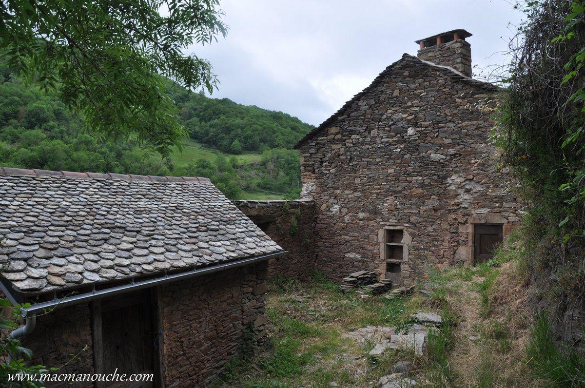 Quelques maisons en cours de restauration mais … == > …