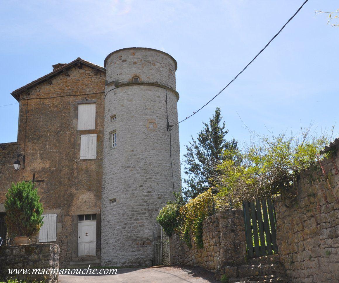 Le château de Saint-Beauzile.