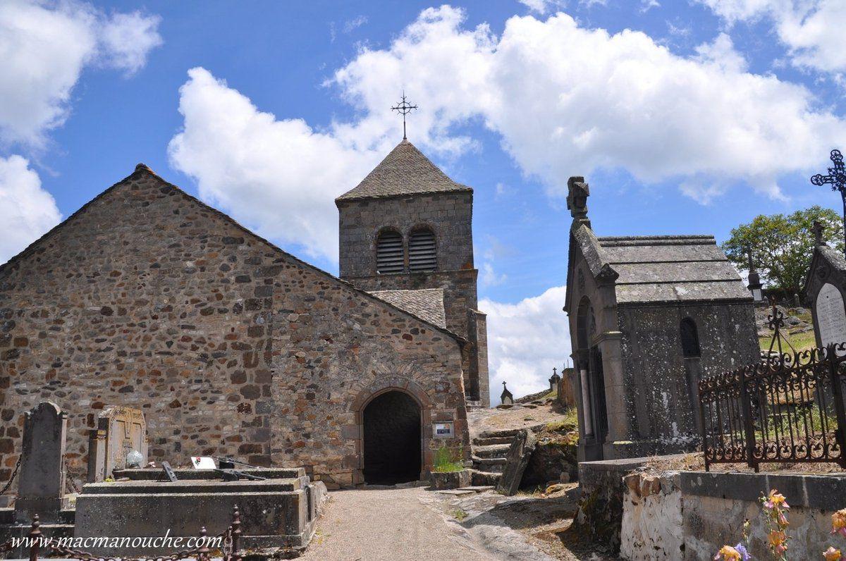 La chapelle (attenante  au 1er château en bois) devient église paroissiale à la fin de l'époque mérovingienne. … == > …