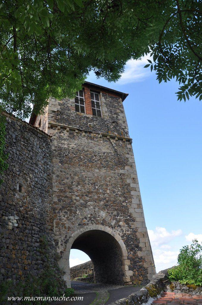 Pour le retour, on passe sous la tour-clocher.