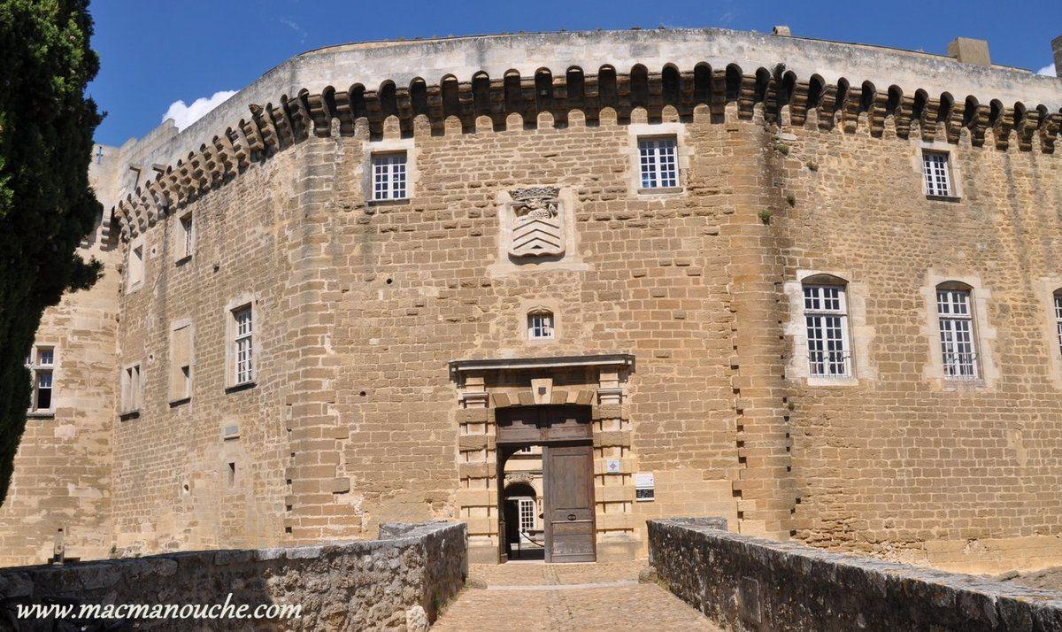 L'entrée du château.