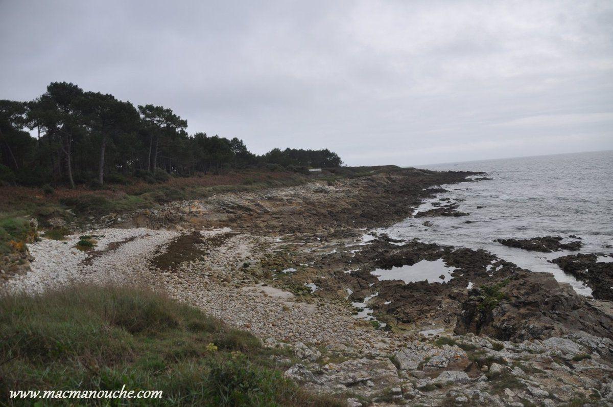 … == > … 14h22,  on repasse par la crique et on peut voir que la mer continue à se retirer.