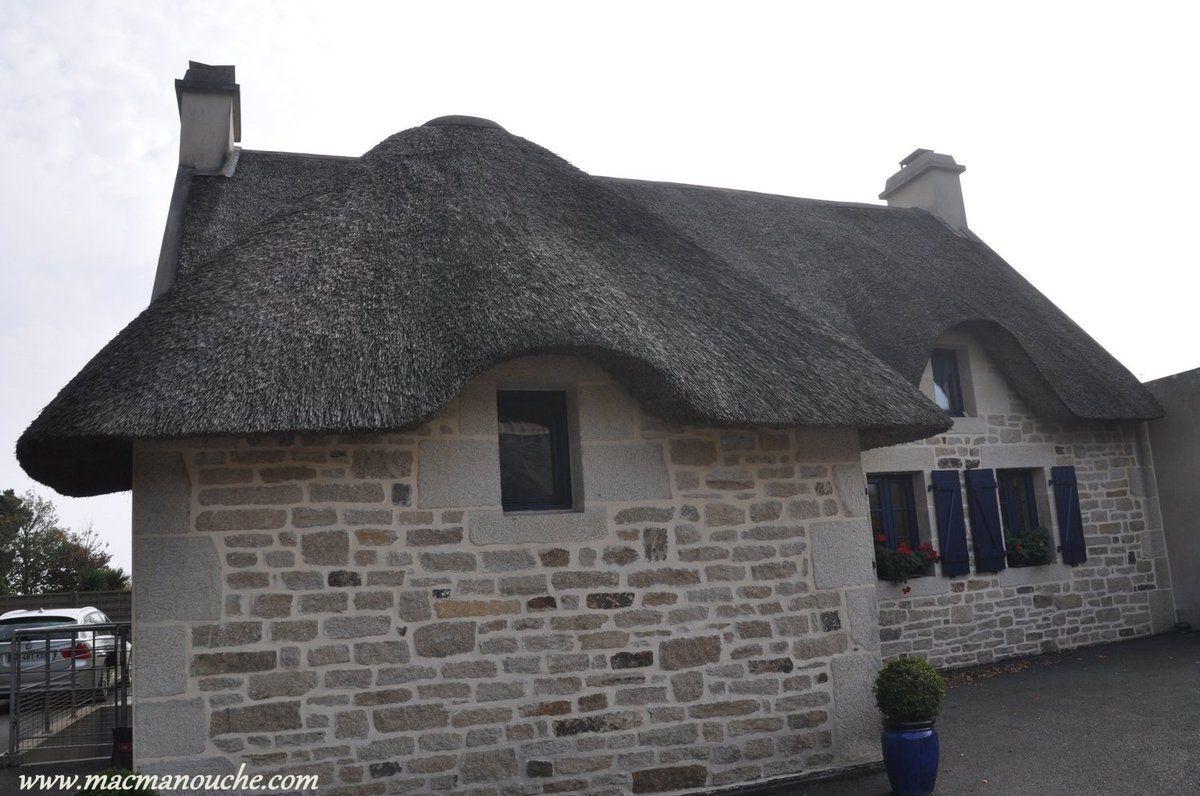 Une maison de construction récente mais avec son toit de chaume!