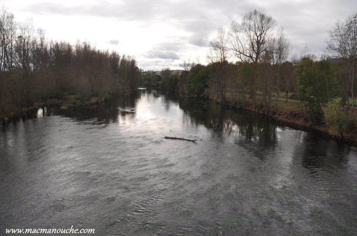 On franchit un pont pour aller sur la rive droite de l'allier  et … == > …