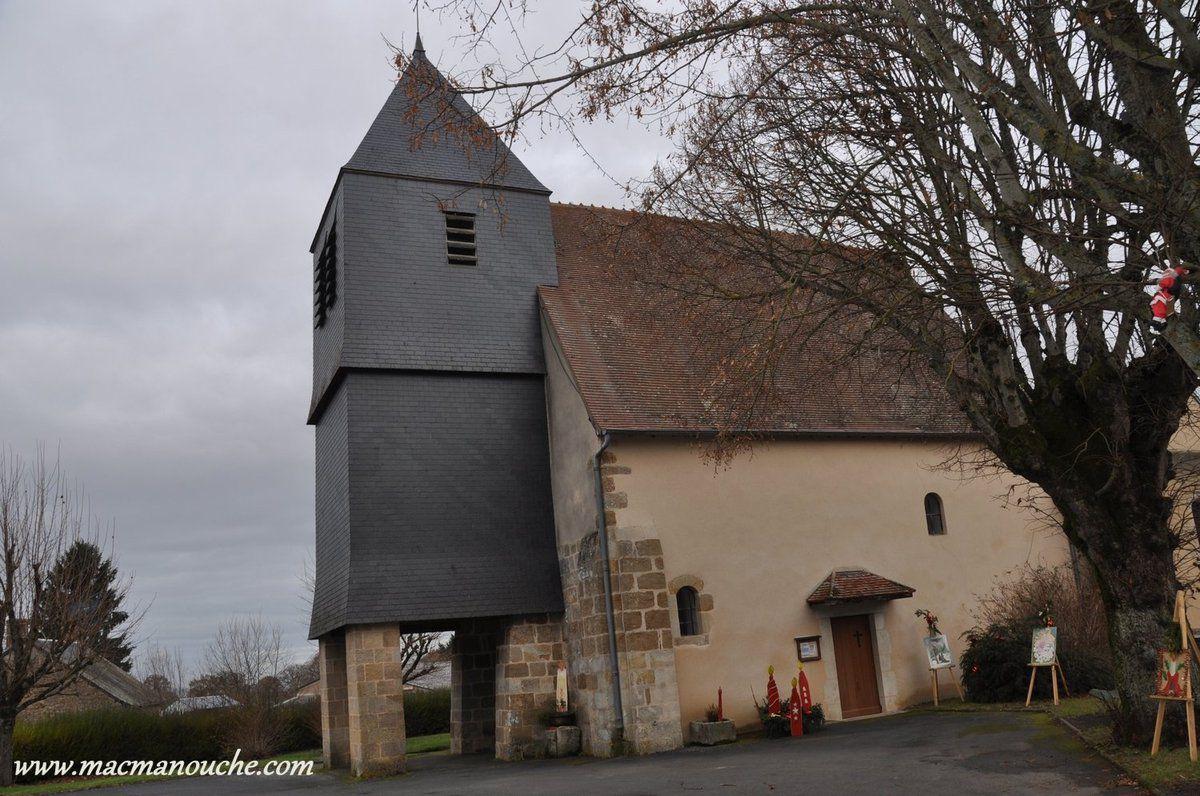 Saint-Saturnin, est un petit village sympathique dans lequel se trouve une église avec ce clocher particulier!