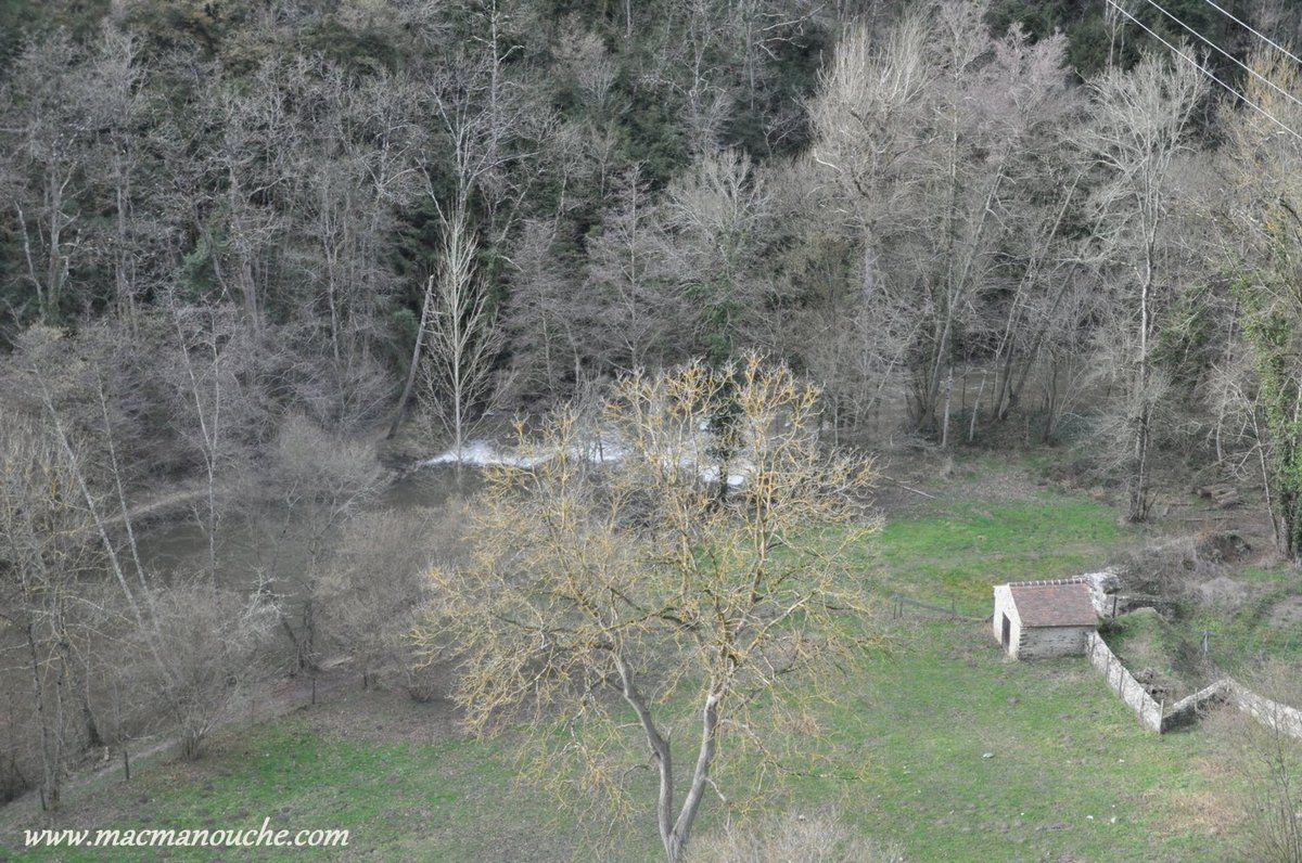 ==> gorges profondes et boisées, de la Bouble, qui est un affluent de la Sioule.