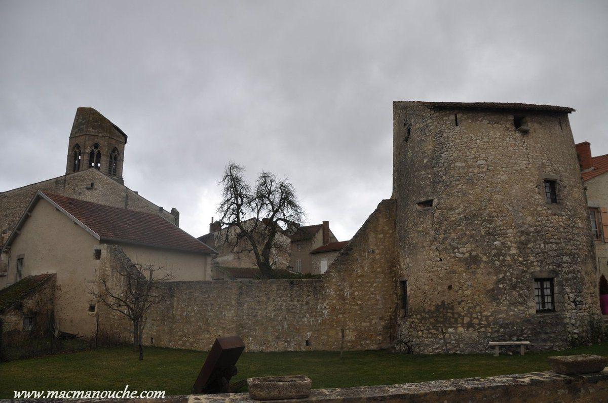 ==>   ancienne tour de fortification ==>