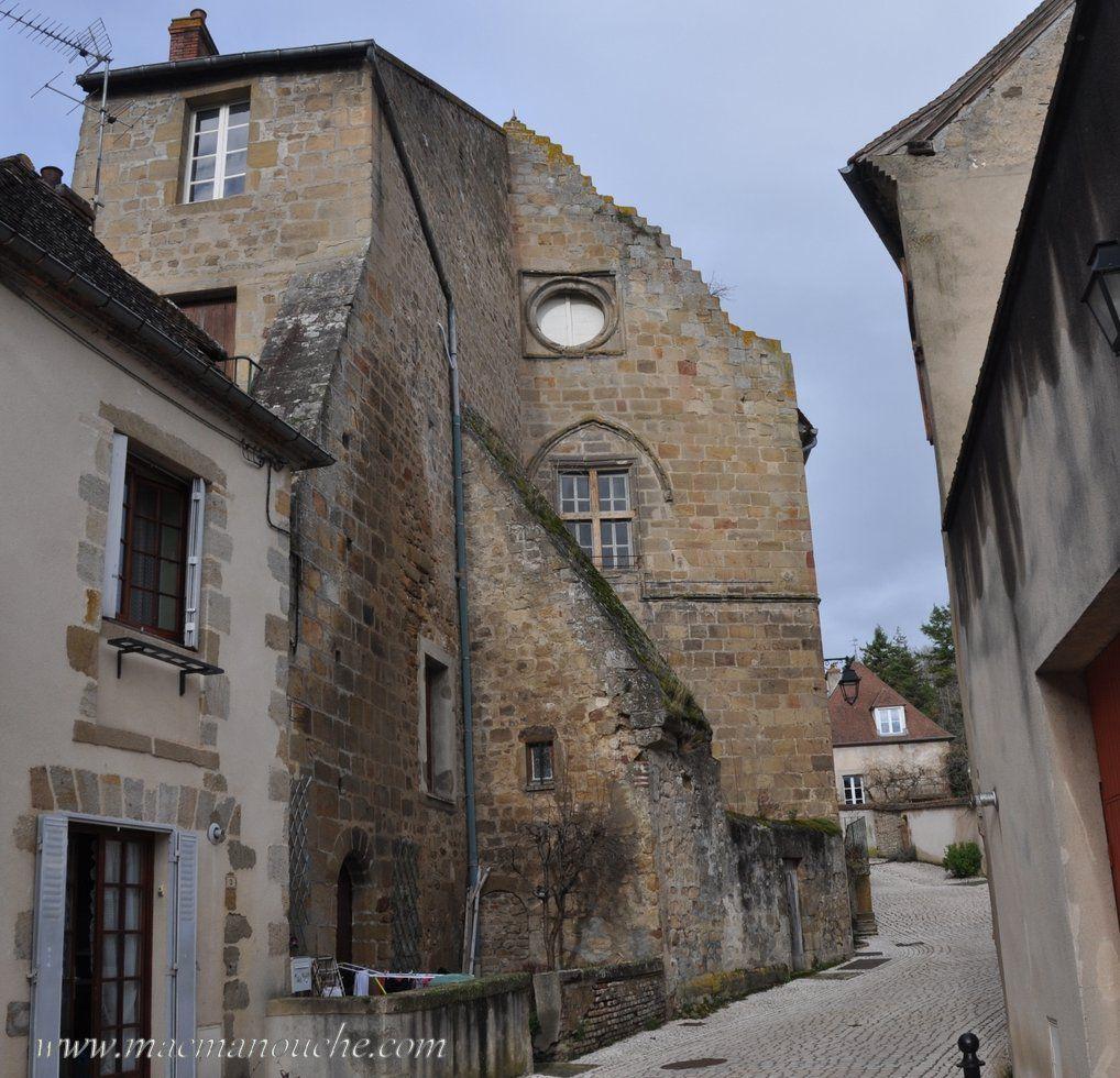 Par la rue du château, on arrive …  à l'ancien château !