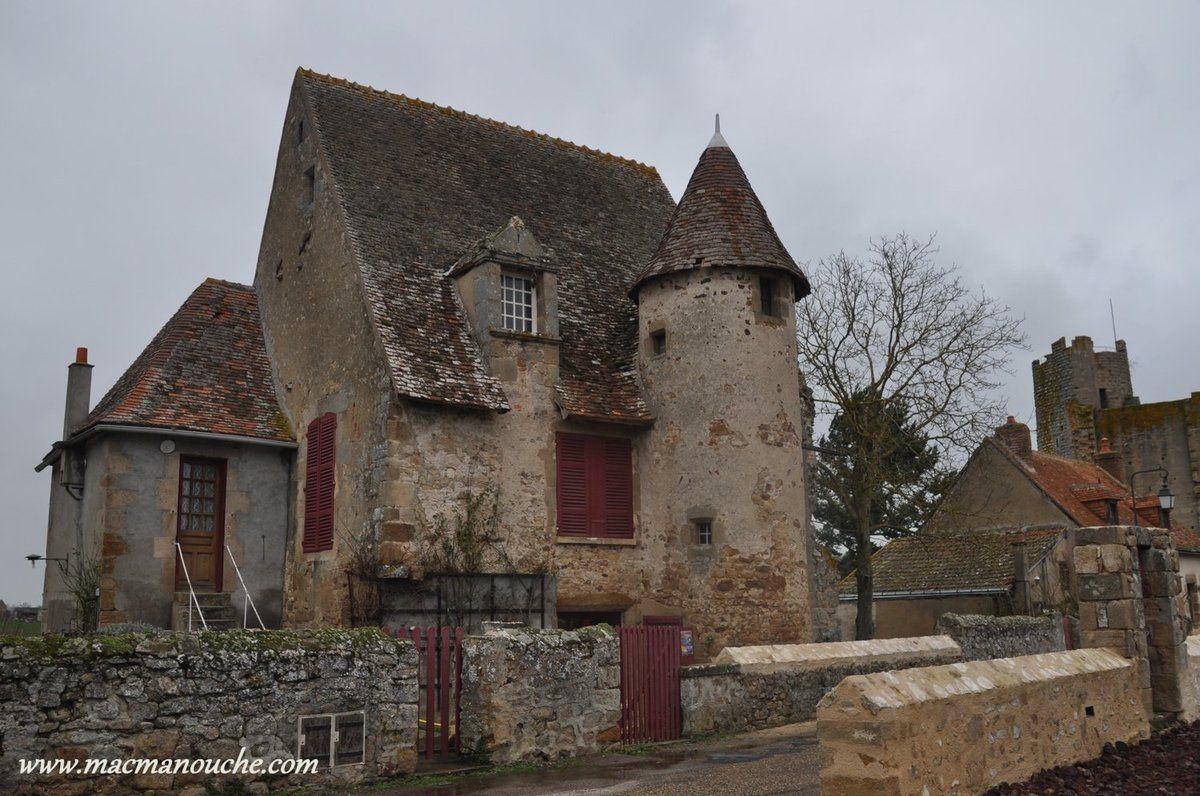 L'autre maison des chanoines, acquise par la commune qui en confie la gestion en 2013 à l'association de la forteresse de Bourbon-l'Archambault.