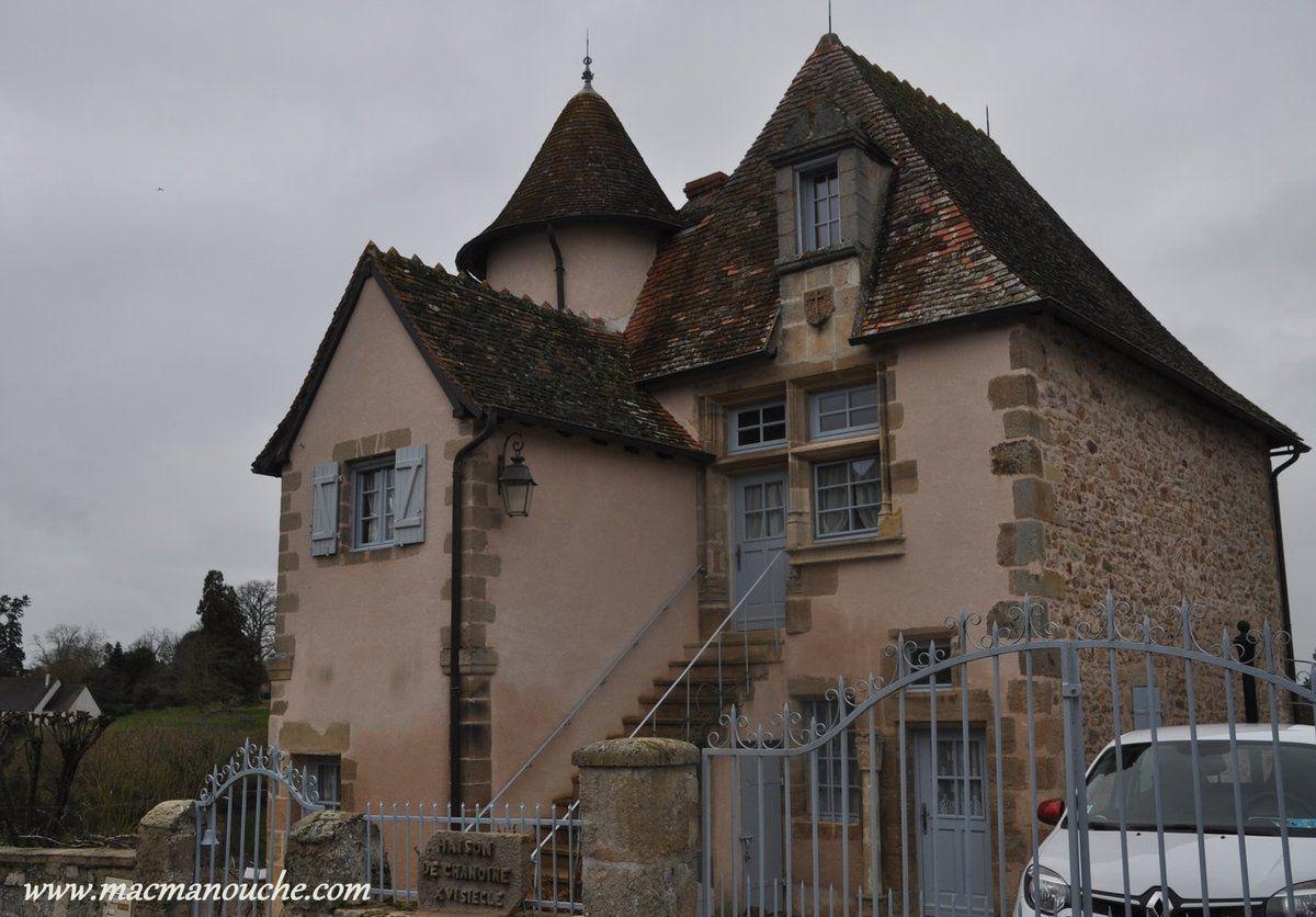 Une maison des chanoines datant du XVIè siècle, bien restaurée (appartenant à un particulier).