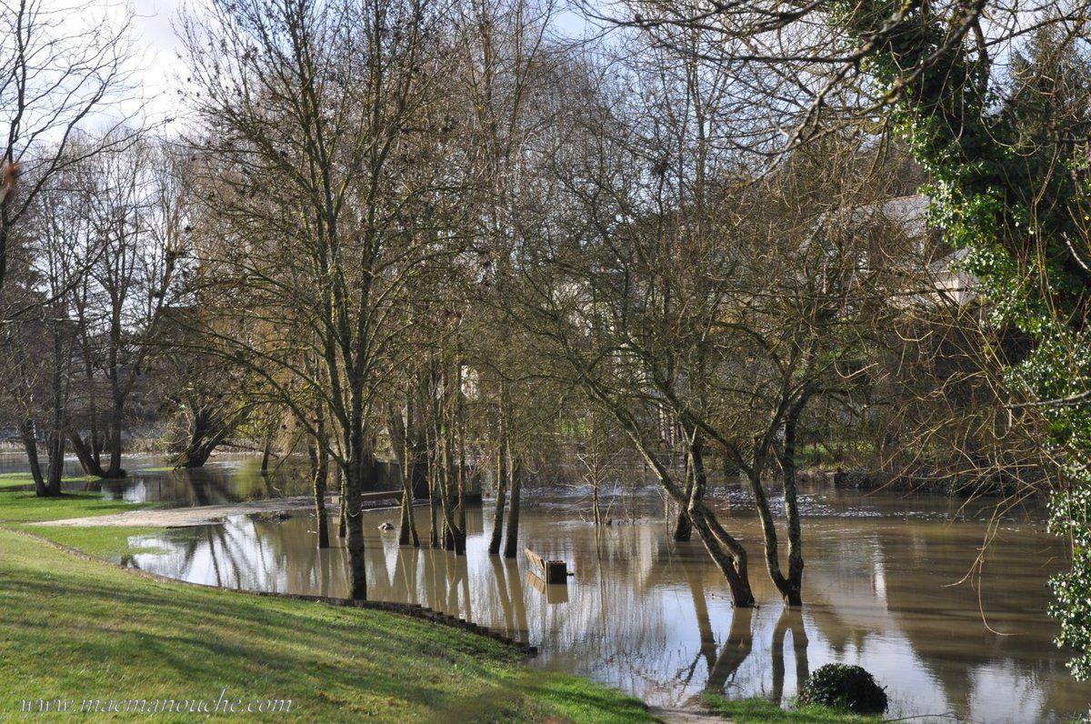 L'aire est située à proximité de l'Indre qui a débordé.