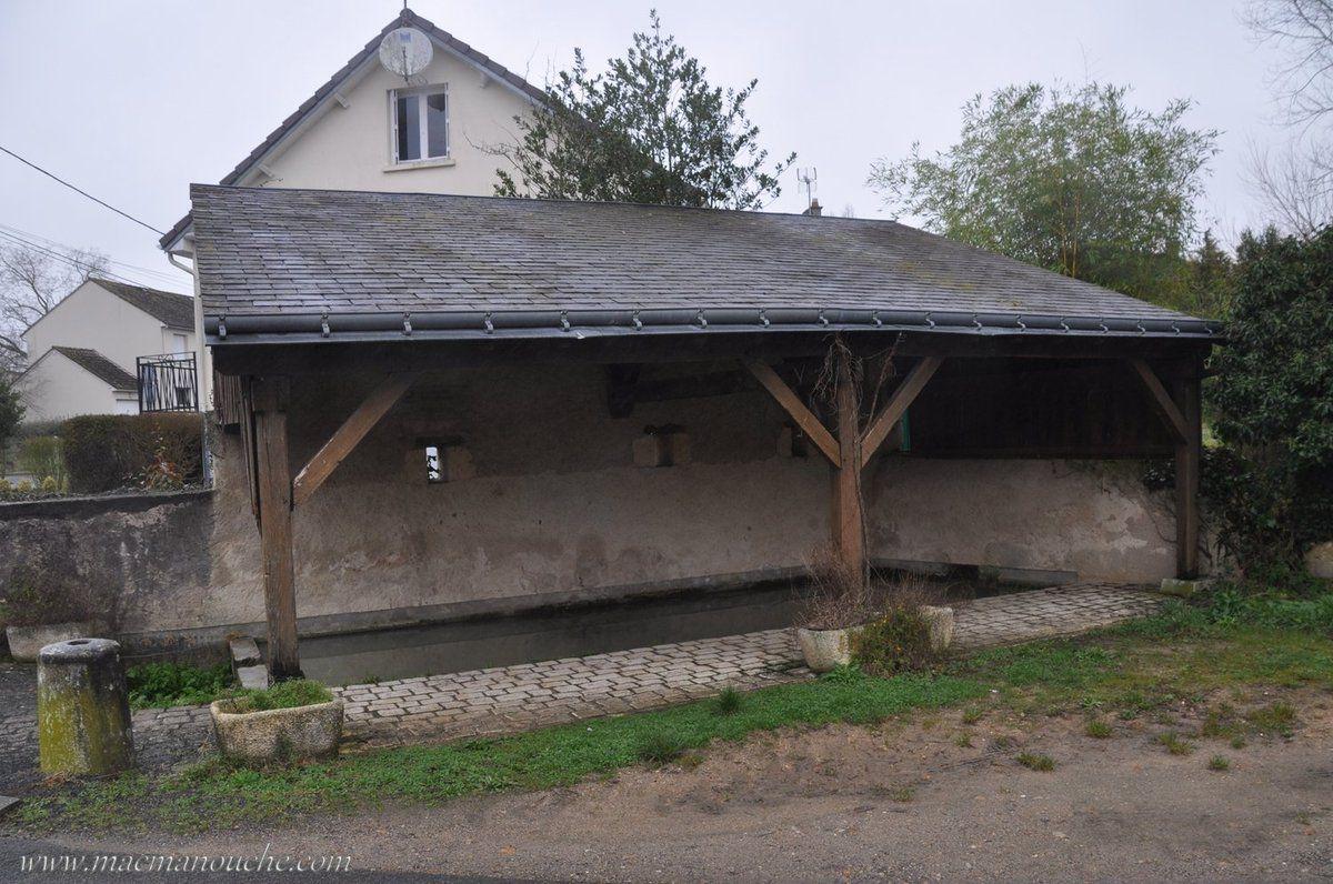 Dans cette rue, se trouve un ancien lavoir.