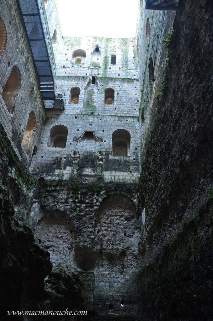 Les différents étages, vus du rez-de-chaussée.